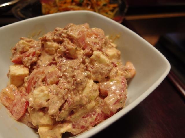 トマトとモッツァレラの味噌コンビーフサラダ