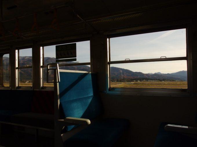 磐越西線キハ47車内を包む国鉄汽車旅の風情