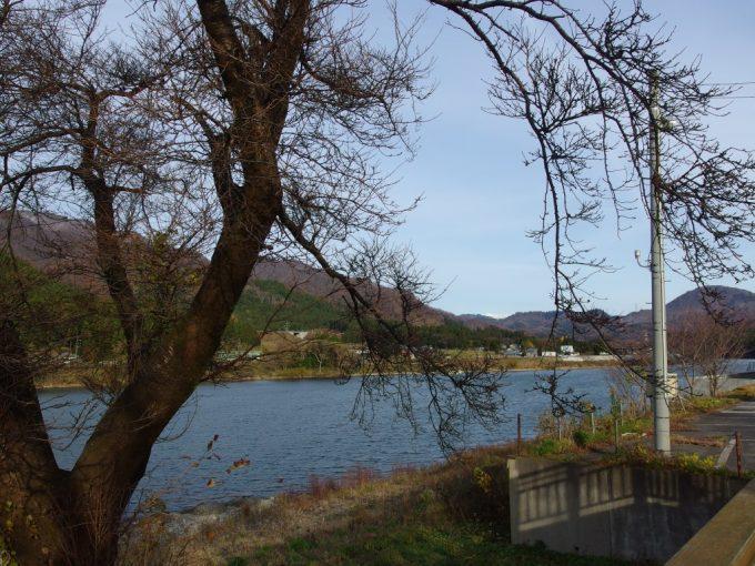 咲花温泉から望む大河阿賀野川