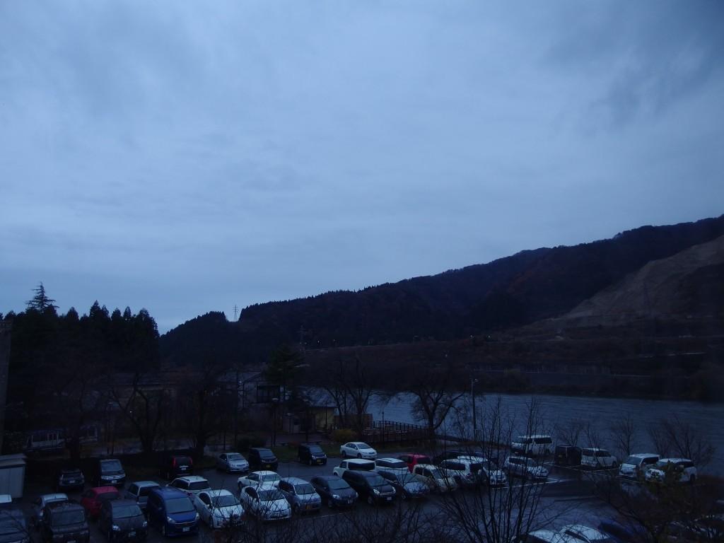 咲花温泉ホテル丸松から望む朝の阿賀野川