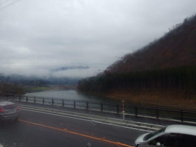 晩秋のSLばんえつ物語車窓に広がる深山幽谷の世界