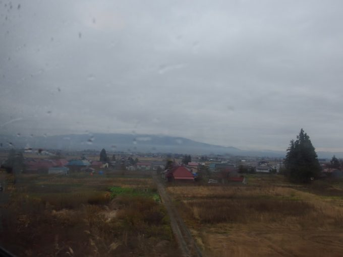 SLばんえつ物語は峠を越えて会津盆地へ駆け降りる