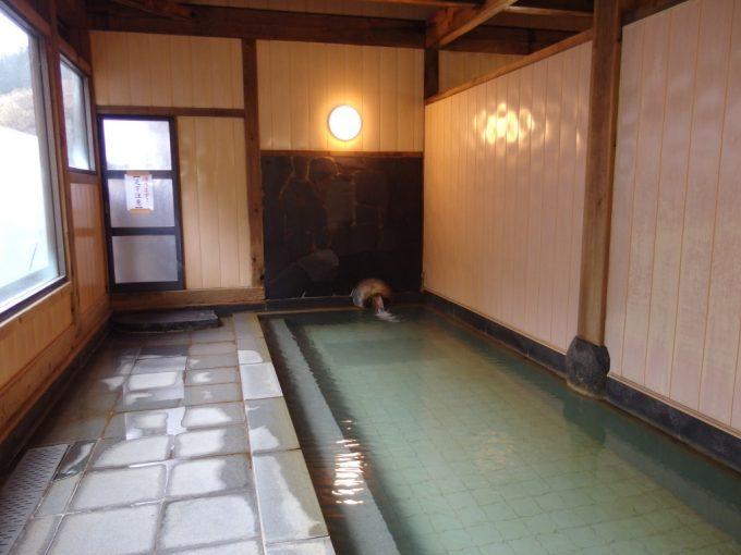 大塩裏磐梯温泉ホテル観山山塩のできる源泉の大浴場