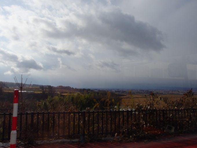 磐梯東都バス喜多方駅行き車窓に広がる会津盆地の眺め