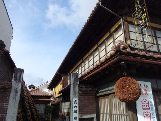 蔵の街喜多方吉の川酒造店渋い佇まいとレトロなネオンサイン