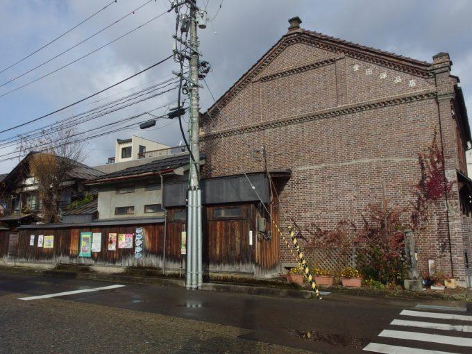 蔵の街喜多方装飾が美しい金田洋品店のレンガ蔵