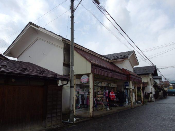 蔵の街喜多方蔵の横をお店にしたスポーツ用品店