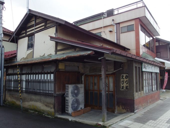 蔵の街喜多方渋い店構えの定食屋さん