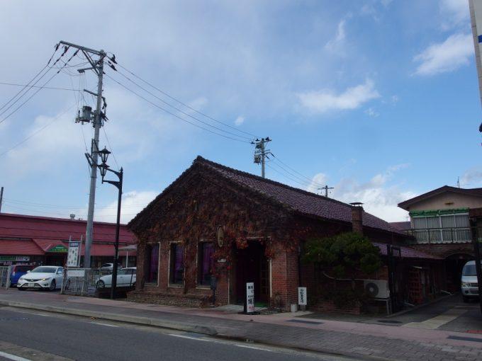 喜多方駅近くのレンガ造りの喫茶店