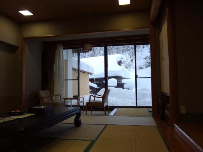 豪雪の高湯温泉冬の旅館玉子湯1階の絶景部屋