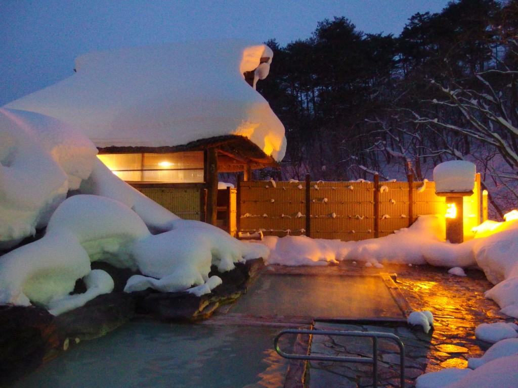 豪雪の高湯温泉冬の旅館玉子湯天渓の湯