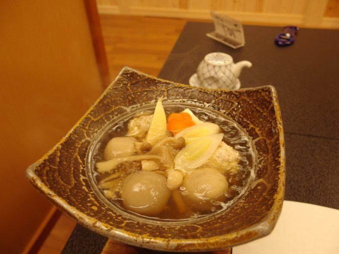高湯温泉旅館玉子湯福島三元豚と津軽鶏のつくね入り芋煮鍋