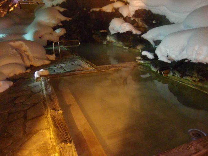 冬の高湯温泉旅館玉子湯夜の天渓の湯