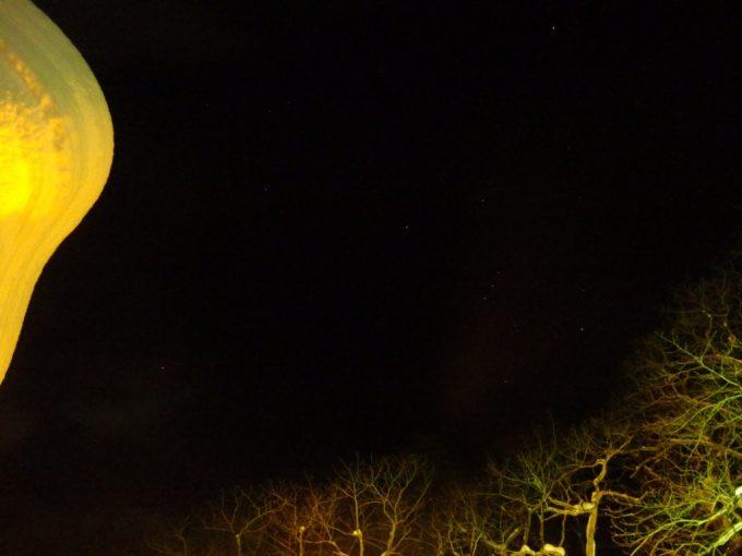 冬の高湯温泉旅館玉子湯夜の露天風呂から眺めるオリオン座