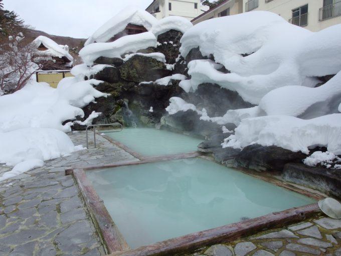 冬の朝玉子湯の天渓の湯で雪見露天