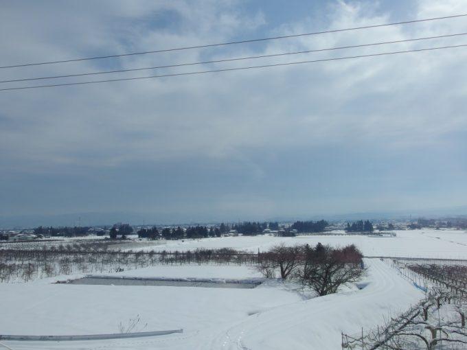 つばさは坂を登り福島盆地を見下ろす