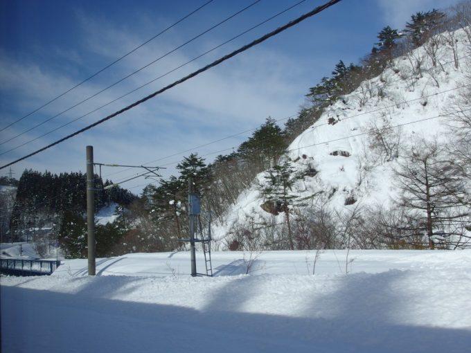 山形新幹線つばさは板谷峠を越えて山形県へ