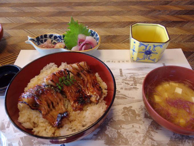 米沢鯉料理六十里鯉丼と鯉のあらい