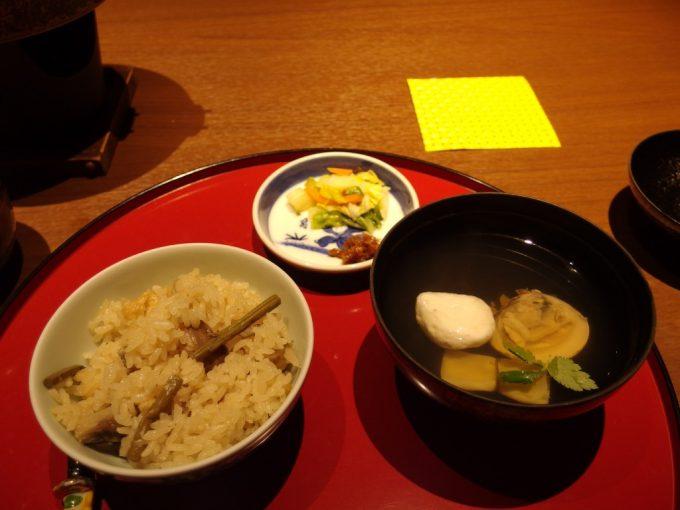 小野川温泉河鹿荘山菜の炊き込みご飯と河豚皮つみれのお吸い物