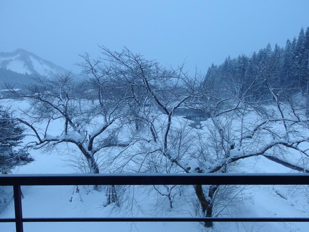 豪雪米沢の小野川温泉河鹿荘で迎える白銀の朝