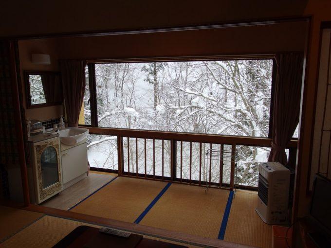 豪雪の米沢白布温泉中屋別館不動閣渓谷館和室