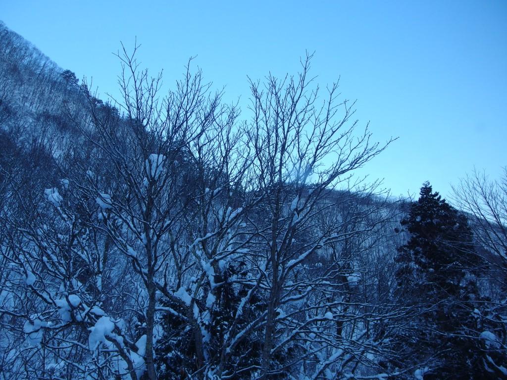 豪雪の米沢白布温泉中屋別館不動閣で迎える爽やかな朝