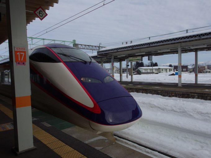 米沢駅に入線するE3系つばさ号