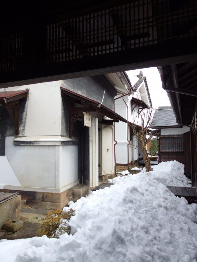 飯坂温泉旧堀切邸主屋に隣接する3つの蔵