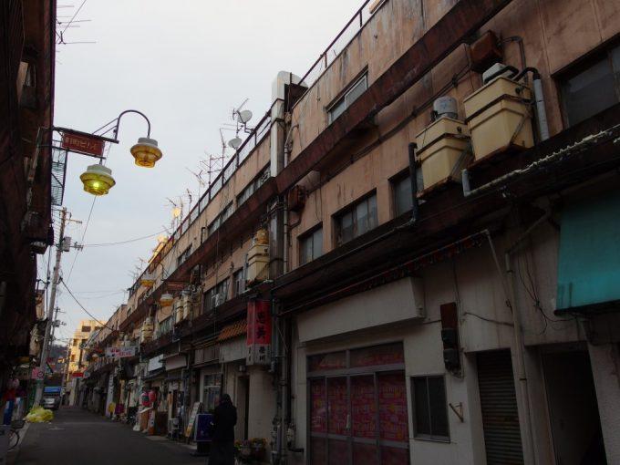 夕暮れ時の福島妖しい雰囲気の新町ビル街