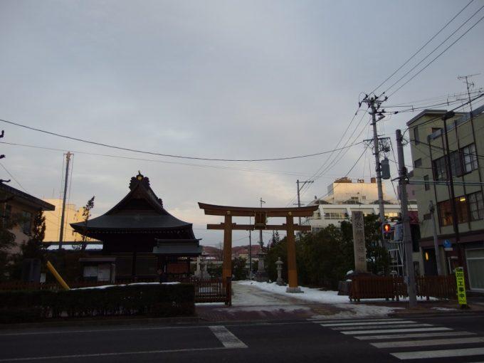 夕暮れ時の福島稲荷神社