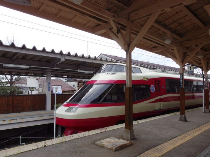 湯田中駅に佇むHiSE特急ゆけむり号