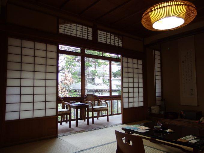 渋温泉湯本旅館木造の温かみを感じる和室