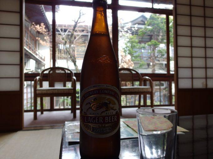 春の渋温泉湯本旅館湯上がりにキリンラガー瓶ビールを