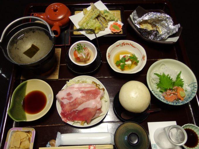 渋温泉湯本旅館部屋食の夕食