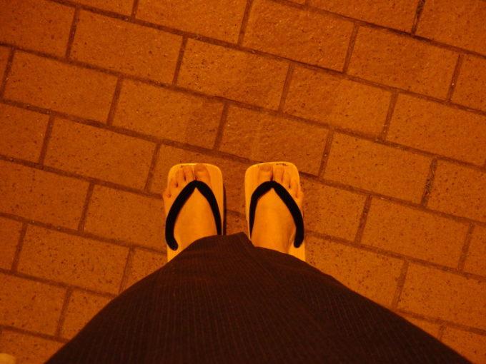 夜の渋温泉を下駄で歩く幸せ