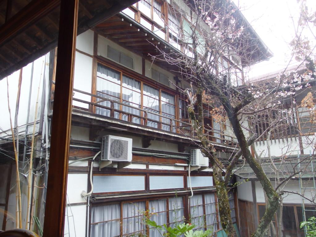 渋温泉湯本旅館で迎える朝