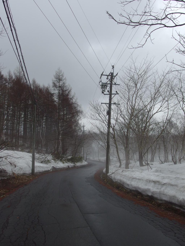 幻想的な融雪霧に包まれる戸隠の里