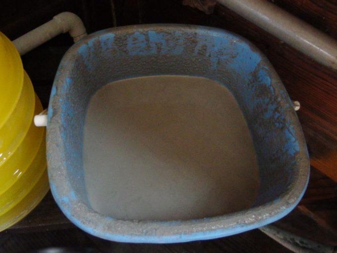 塩原新湯温泉湯荘白樺浴室におかれた湯泥