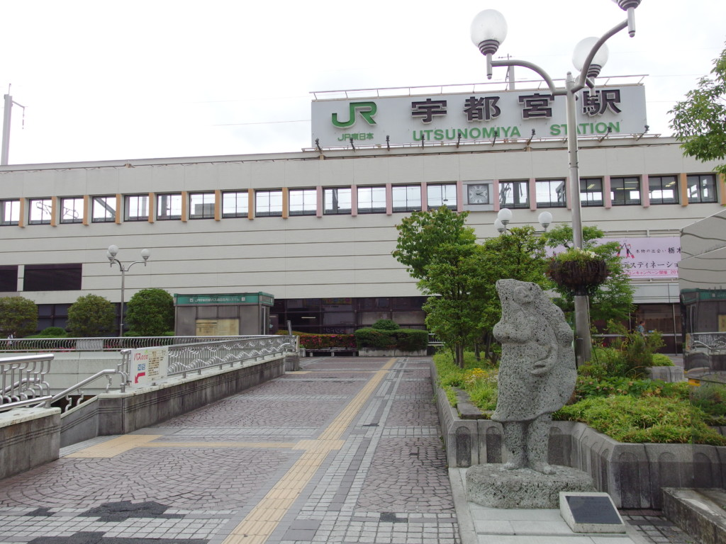 宇都宮駅前餃子像