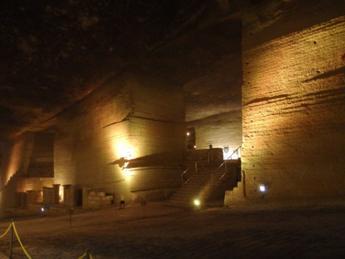宇都宮大谷資料館巨大な地下神殿のような採掘場跡