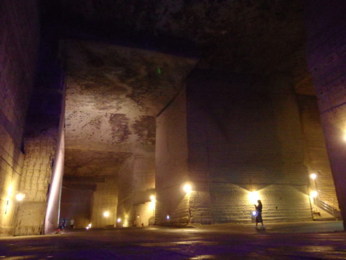 宇都宮大谷資料館巨大な地下ホール