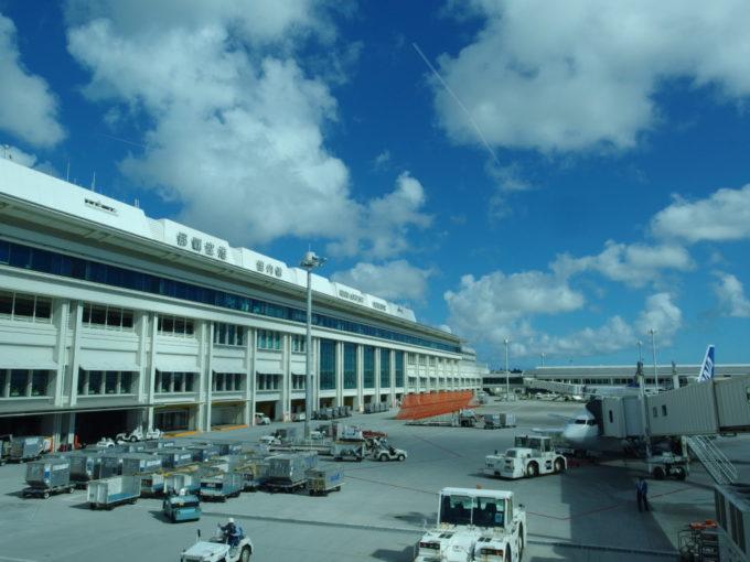 初の沖縄本島那覇空港
