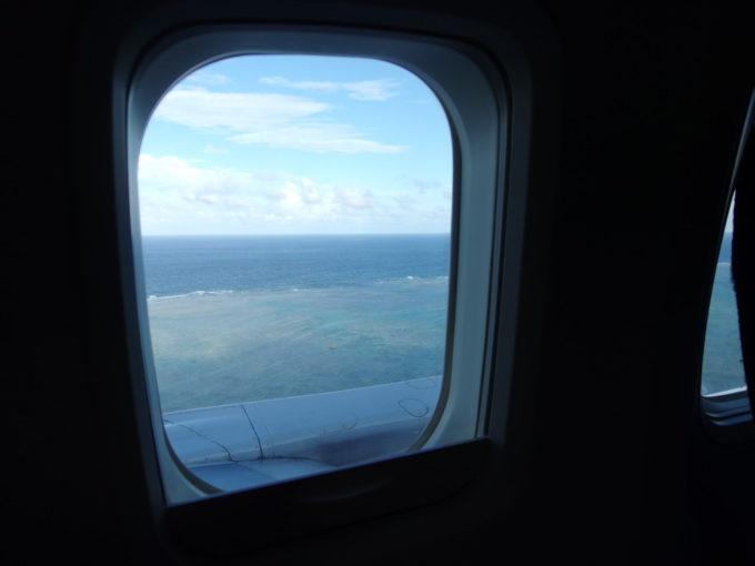 南ぬ島石垣空港着陸直前に見える珊瑚礁