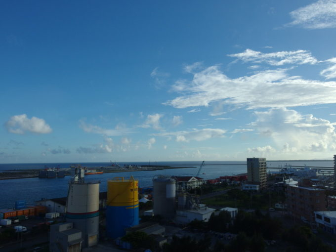 ベッセルホテル石垣島からの港湾越しのオーシャンビュー