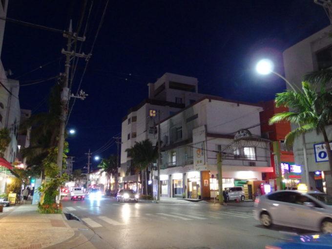 ほろ酔い気分で歩く夜の石垣島市街地