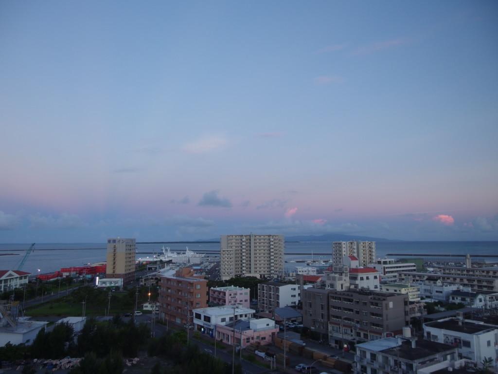 ベッセルホテル石垣島より眺める朝の空の色