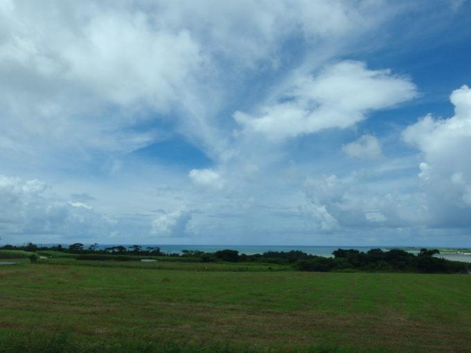 路線バスより眺める西表島の海