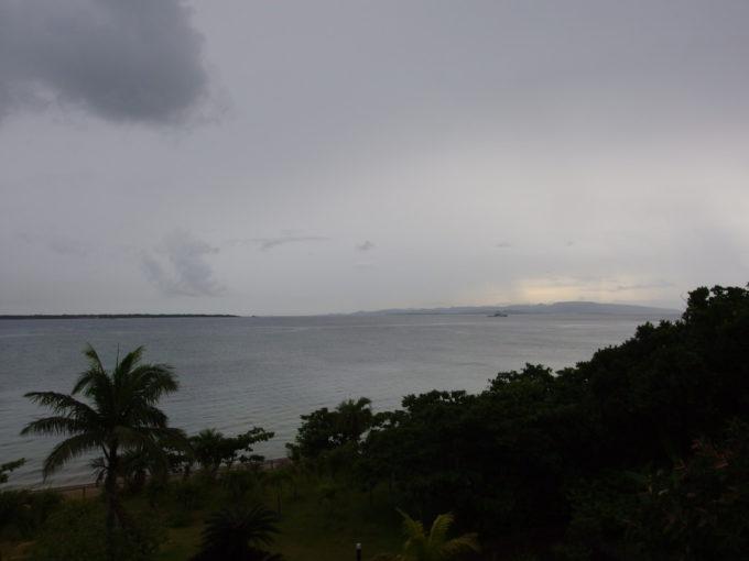 石垣島ビーチホテルサンシャイン客室から望む西表島