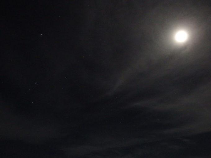 石垣島ビーチホテルサンシャインから眺める満天の星空と月