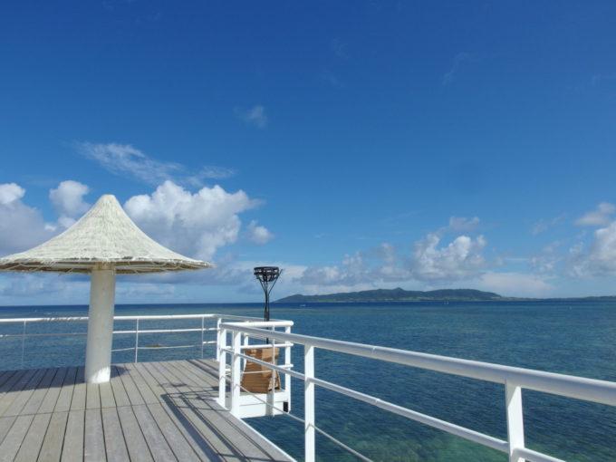 フサキビーチのシンボル白い桟橋
